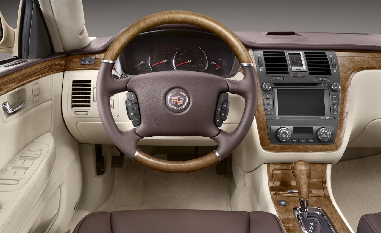 Cadillac DTS 2010 foto - 2