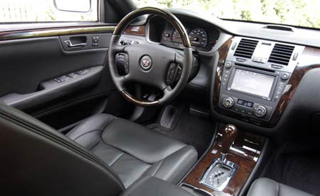 Cadillac DTS 2013 foto - 1