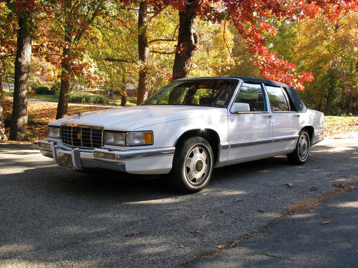Cadillac Deville 1992 foto - 1