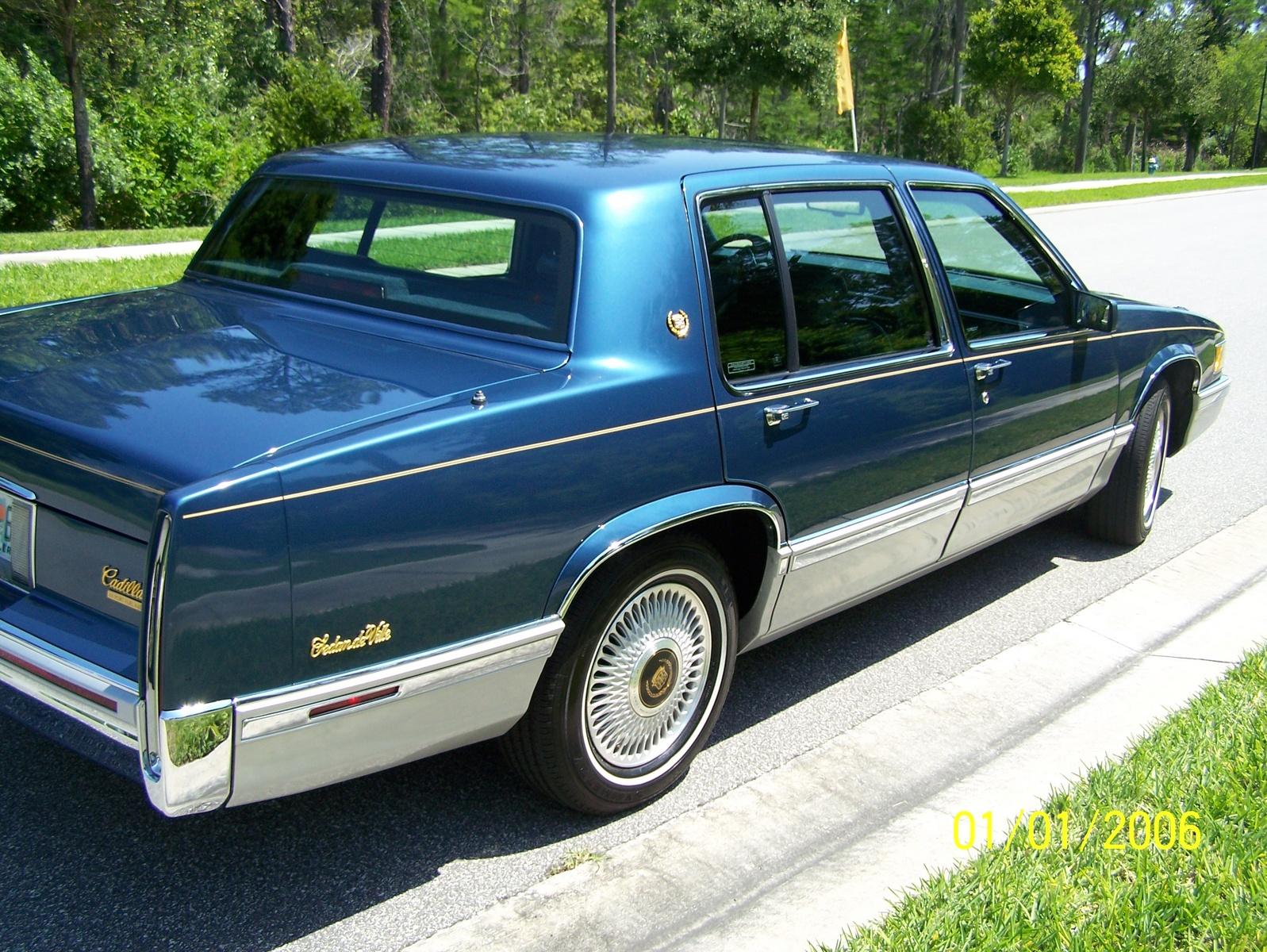 Cadillac Deville 1993 foto - 1
