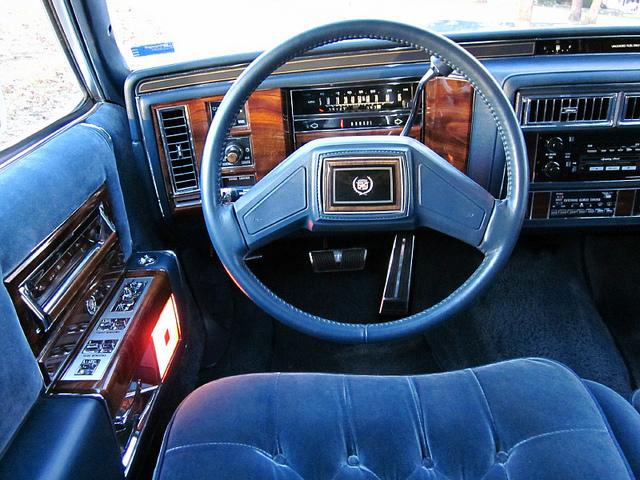 Cadillac Fleetwood 1989 foto - 2