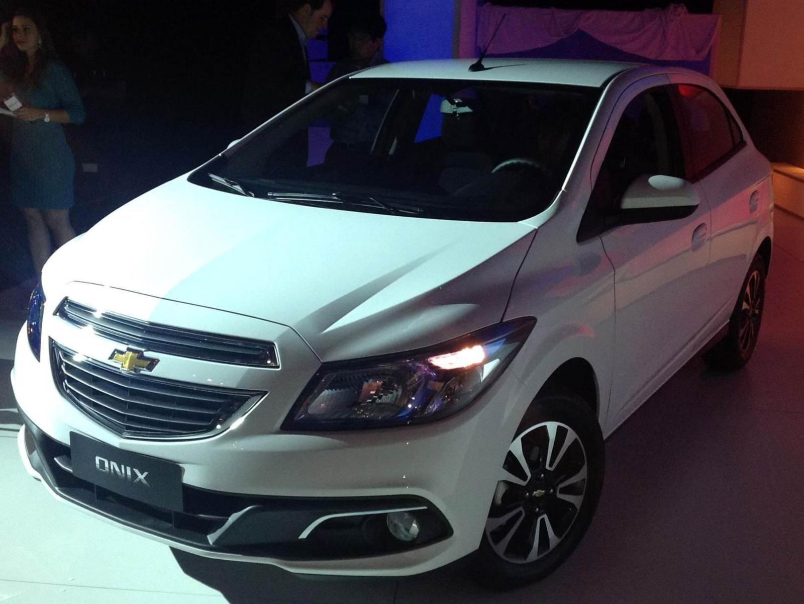 Chevrolet Chevy 2014 foto - 2