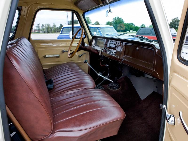 Chevrolet Suburban 1965 foto - 1