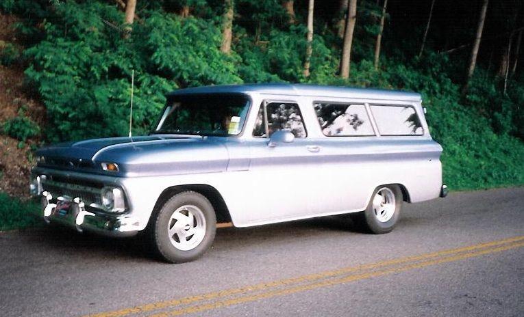 Chevrolet Suburban 1966 foto - 1