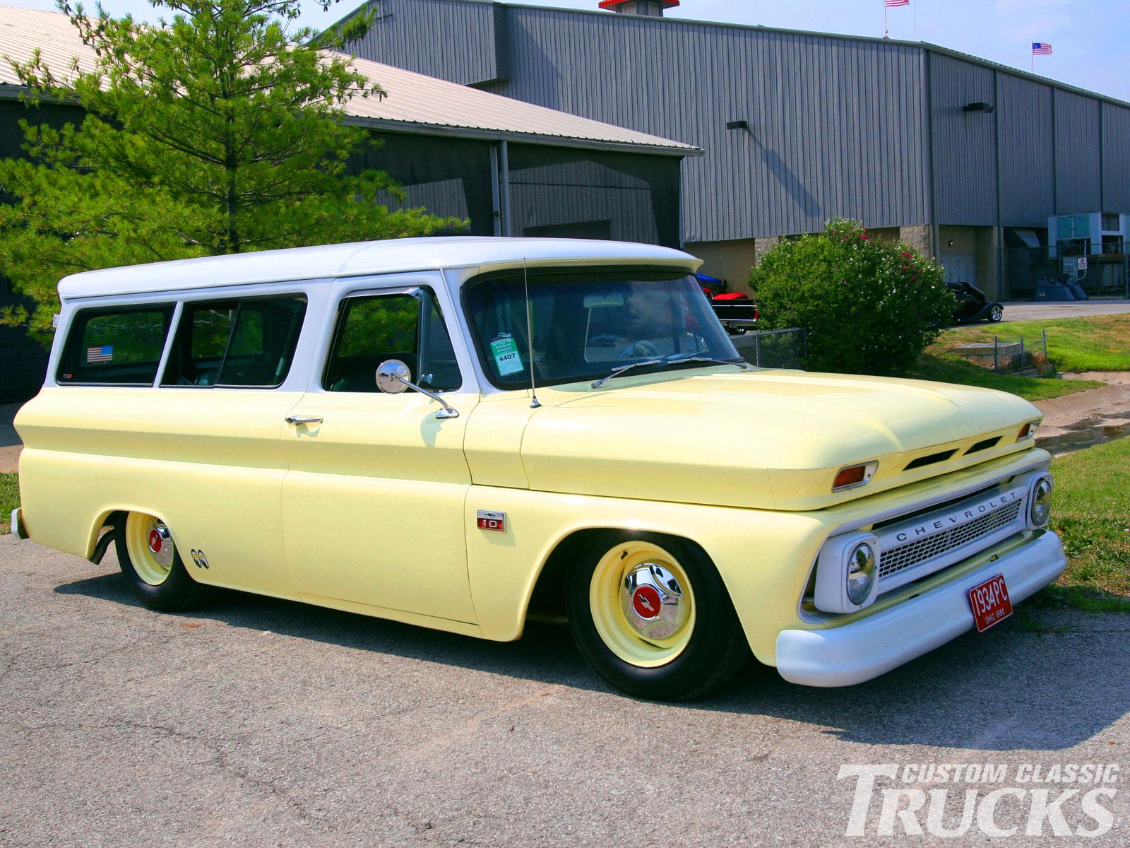 Chevrolet Suburban 1966 foto - 5