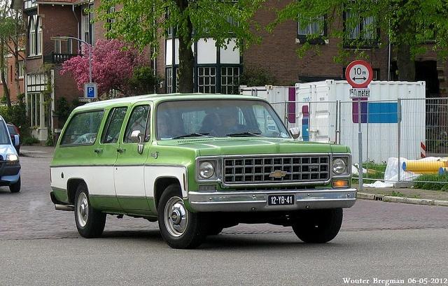 Chevrolet Suburban 1975 foto - 3