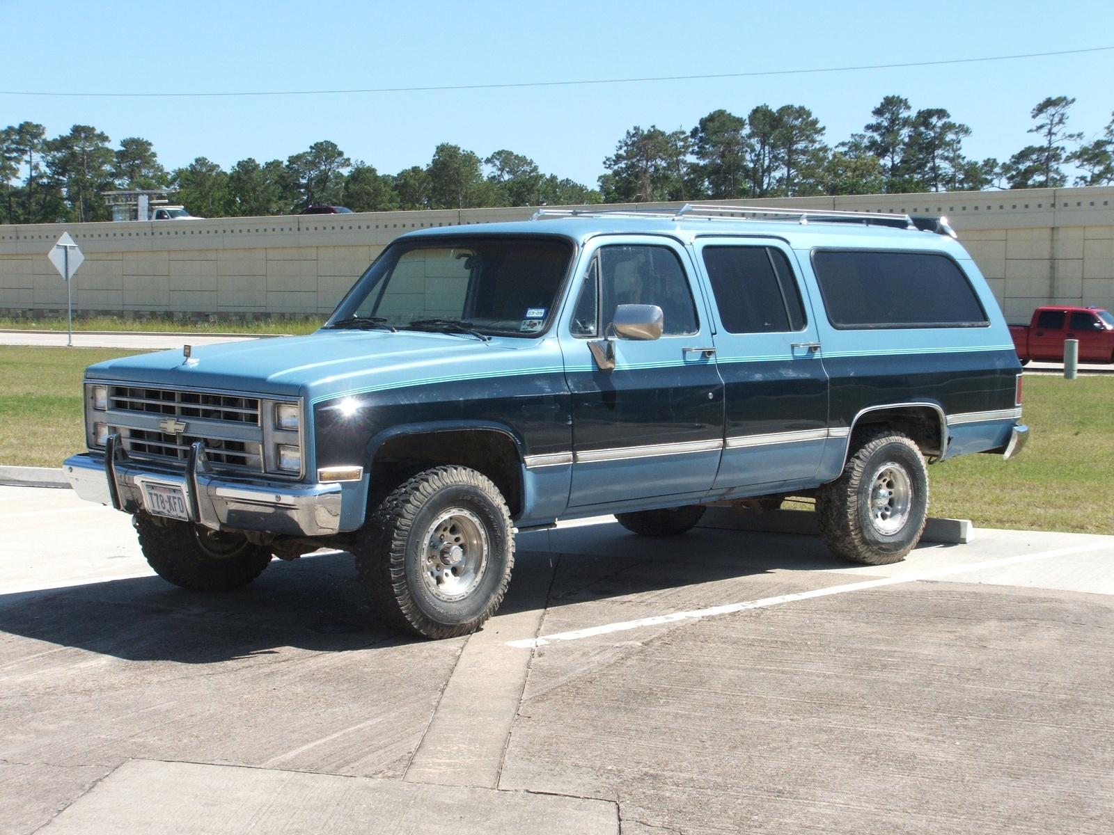 Chevrolet Suburban 1984 foto - 3