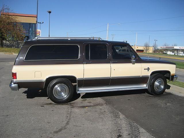 Chevrolet Suburban 1984 foto - 5