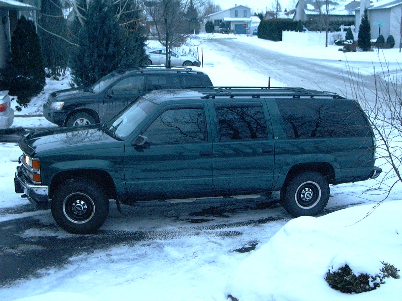 Chevrolet Suburban 1985 foto - 3