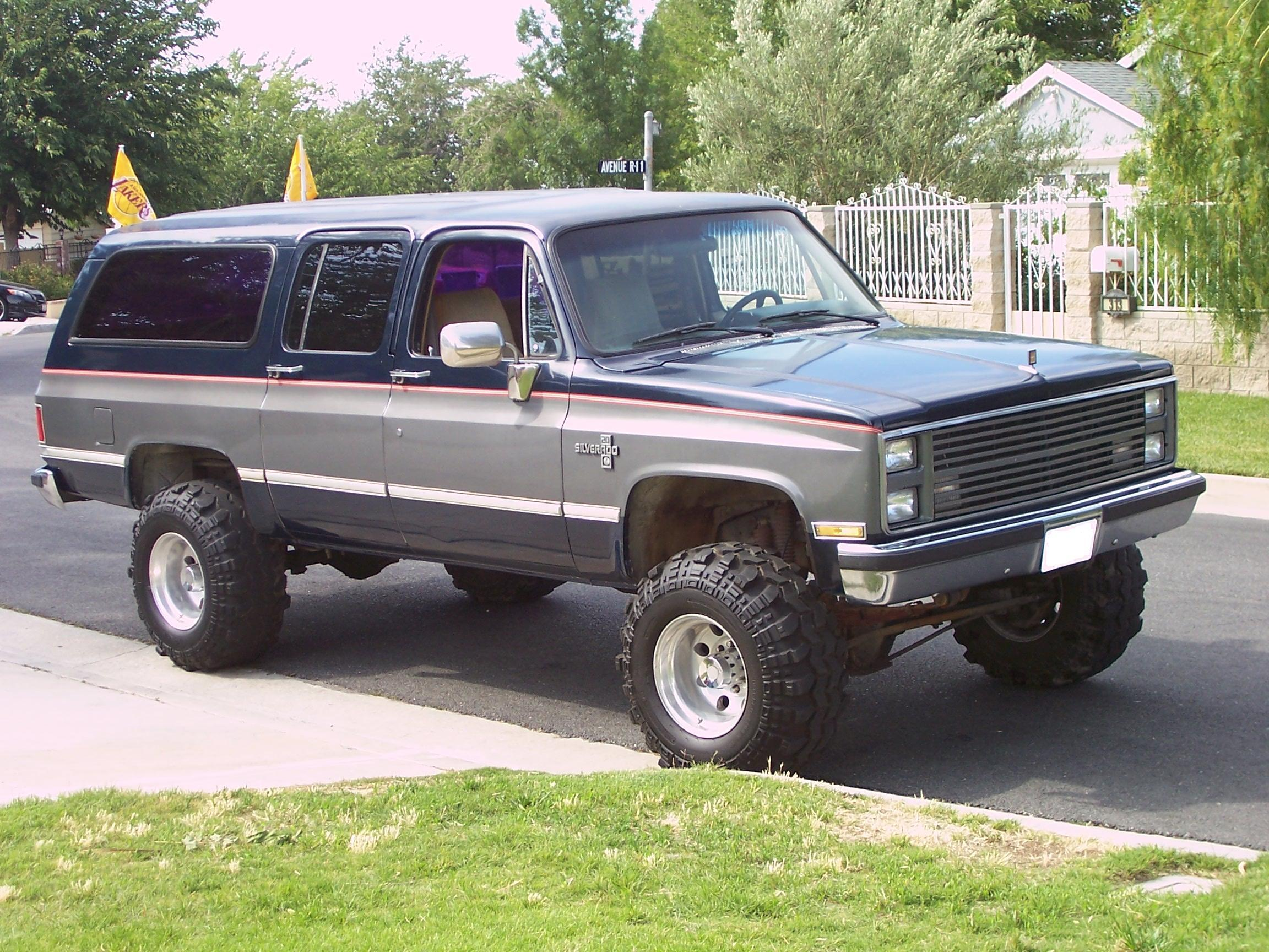 Chevrolet Suburban 1987 foto - 2