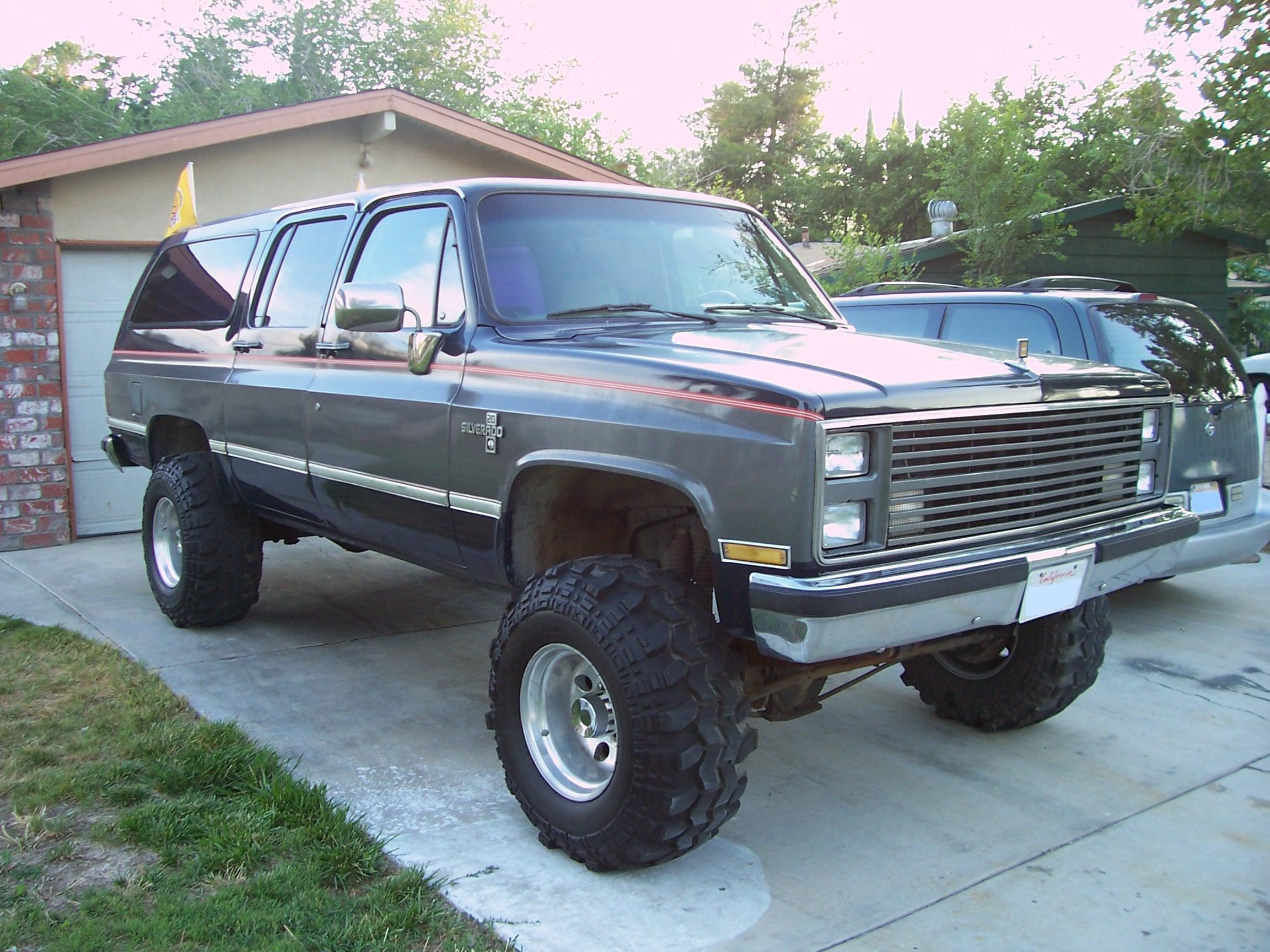 Chevrolet Suburban 1987 foto - 3
