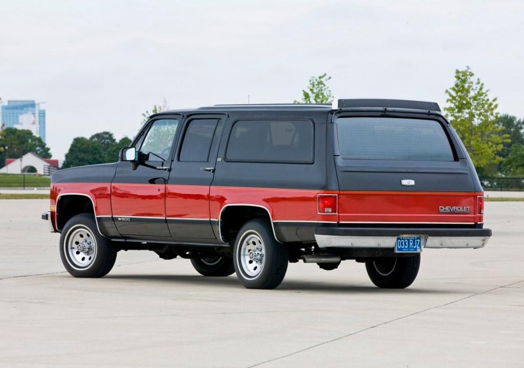 Chevrolet Suburban 1990 foto - 1