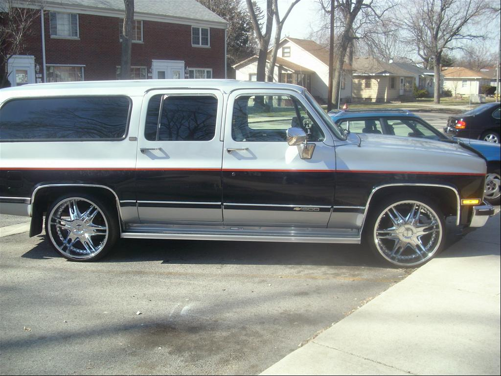 Chevrolet Suburban 1991 foto - 4
