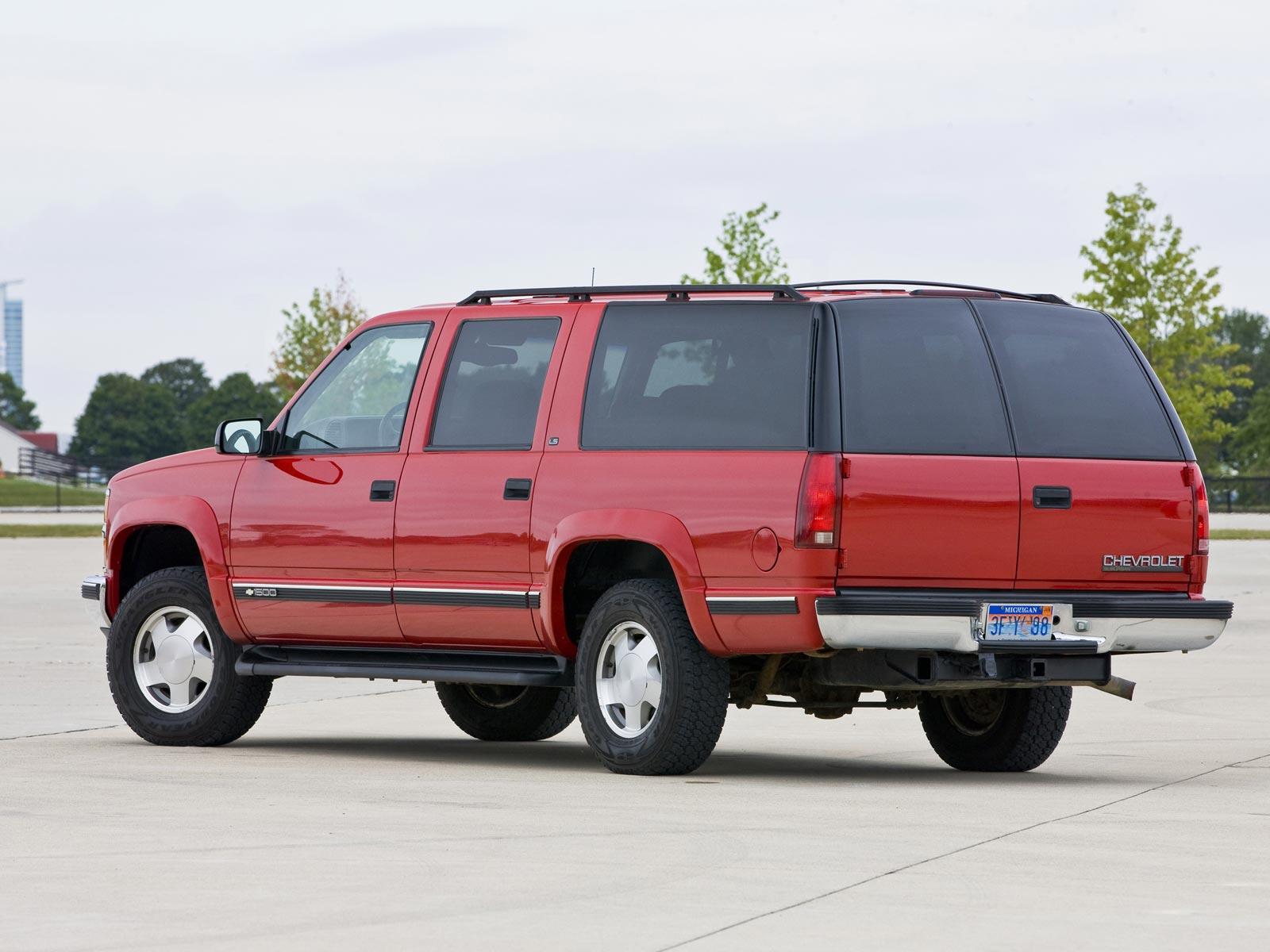 Chevrolet Suburban 1992 foto - 4
