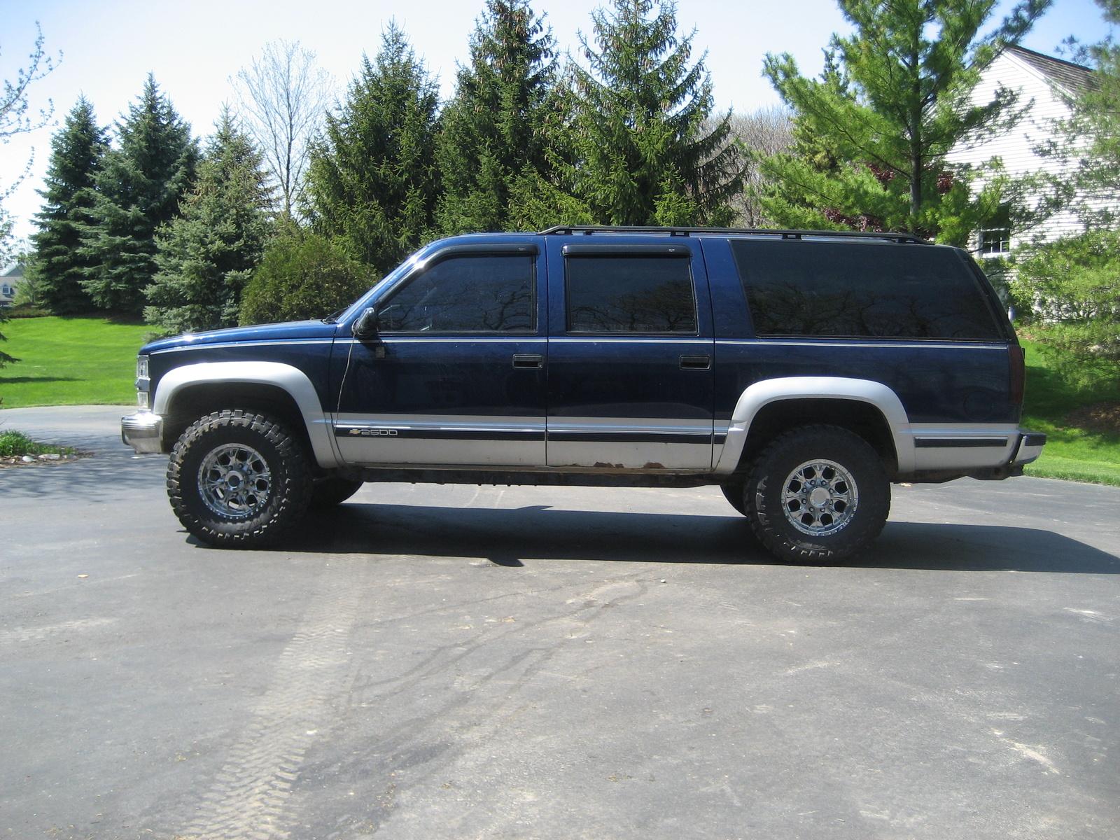 Chevrolet Suburban 1994 foto - 2