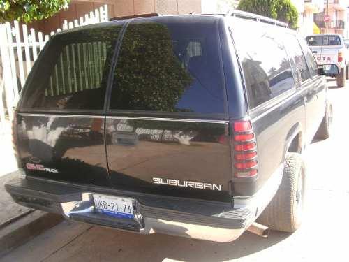 Chevrolet Suburban 1996 foto - 3