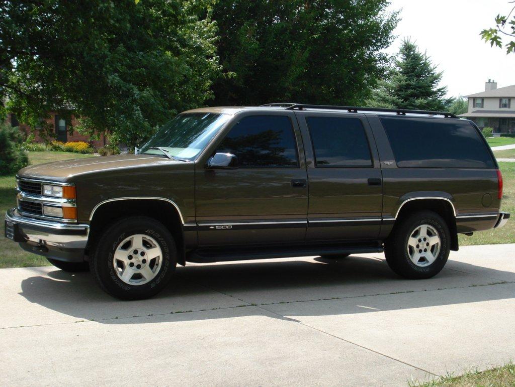 Chevrolet Suburban 1997 foto - 1