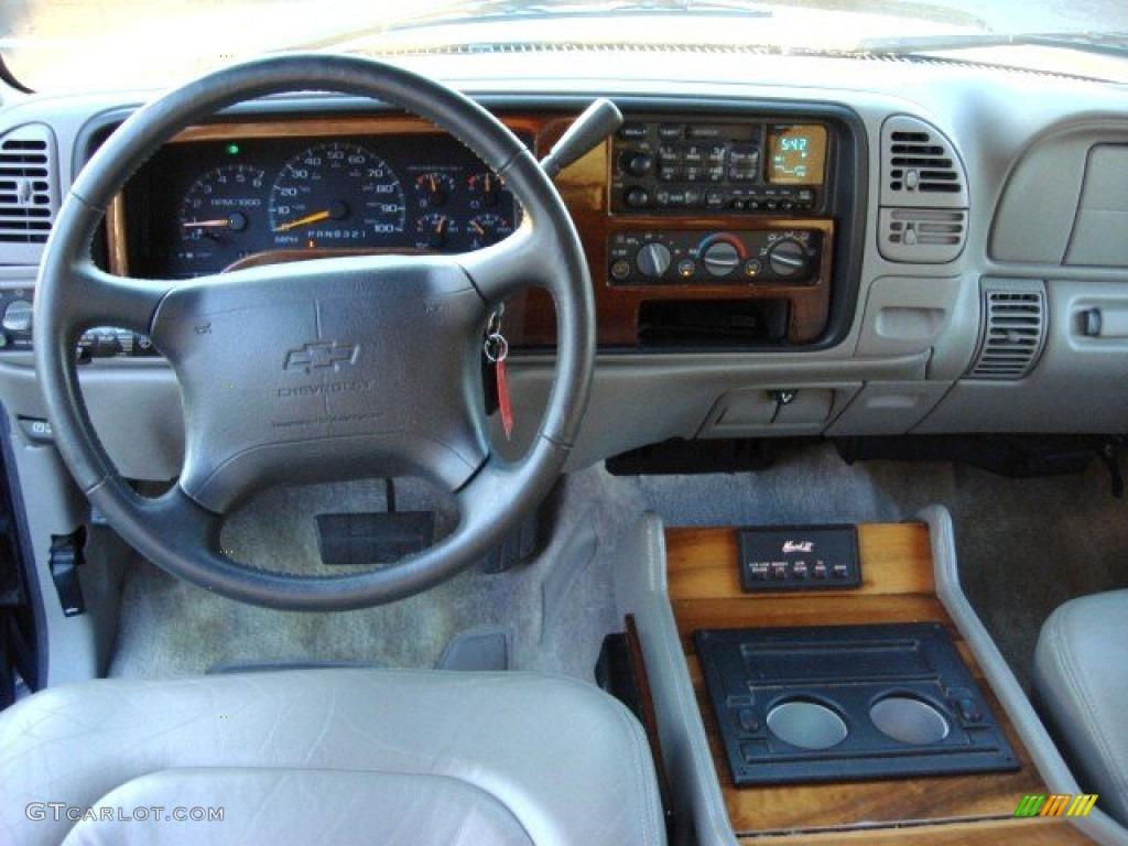 Chevrolet Suburban 1997 foto - 3