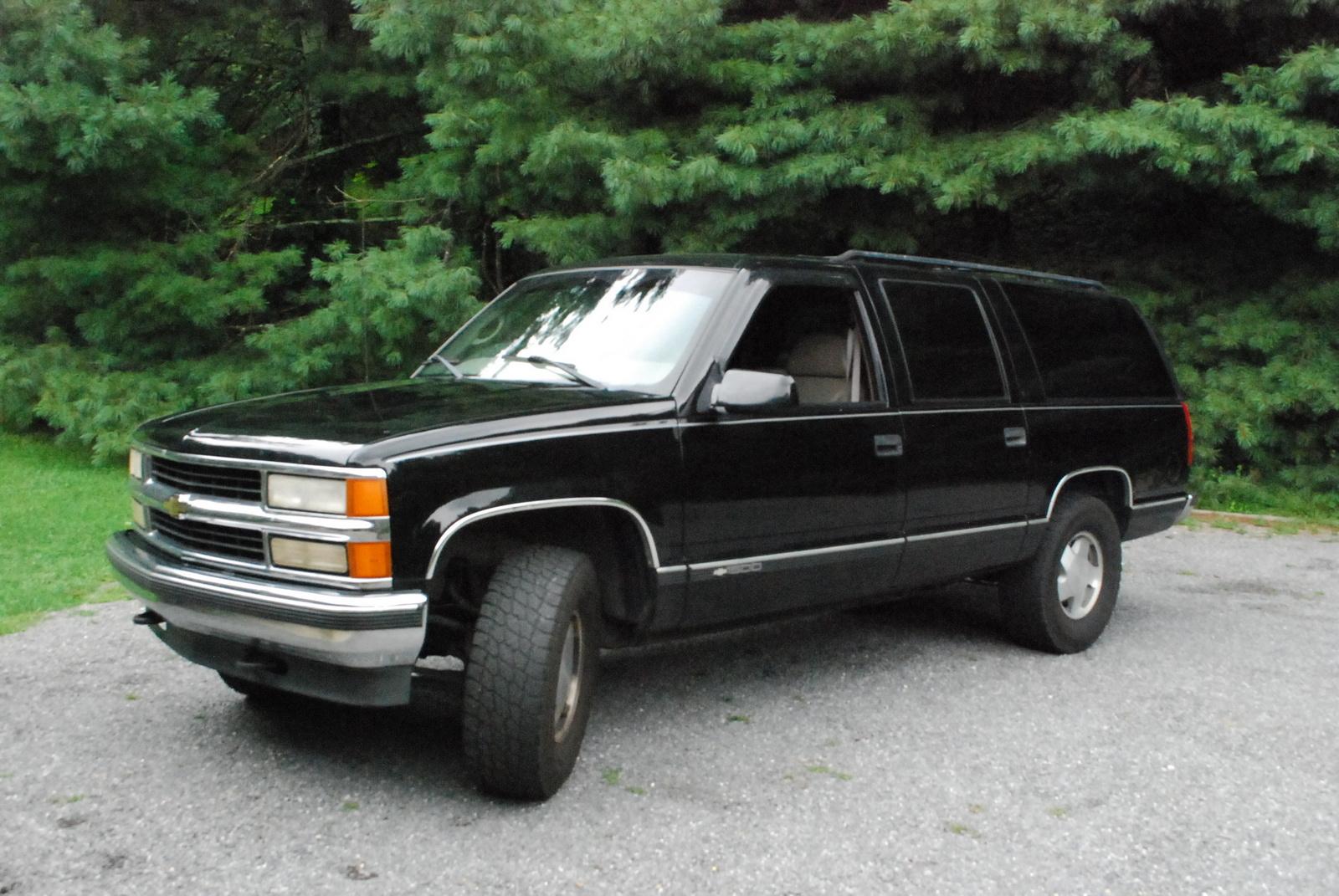 Chevrolet Suburban 1998 foto - 1