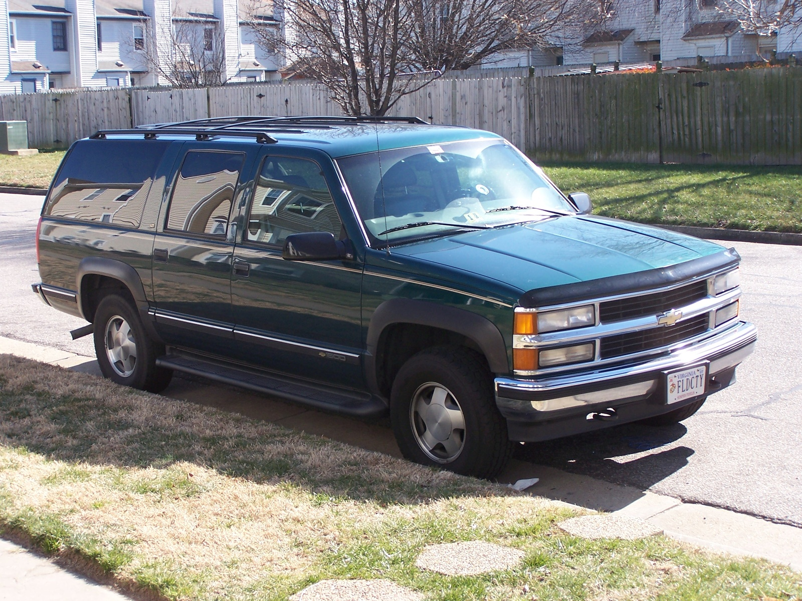 Chevrolet Suburban 1998 foto - 3