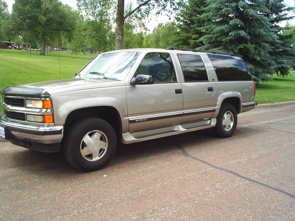 Chevrolet Suburban 1999 foto - 5