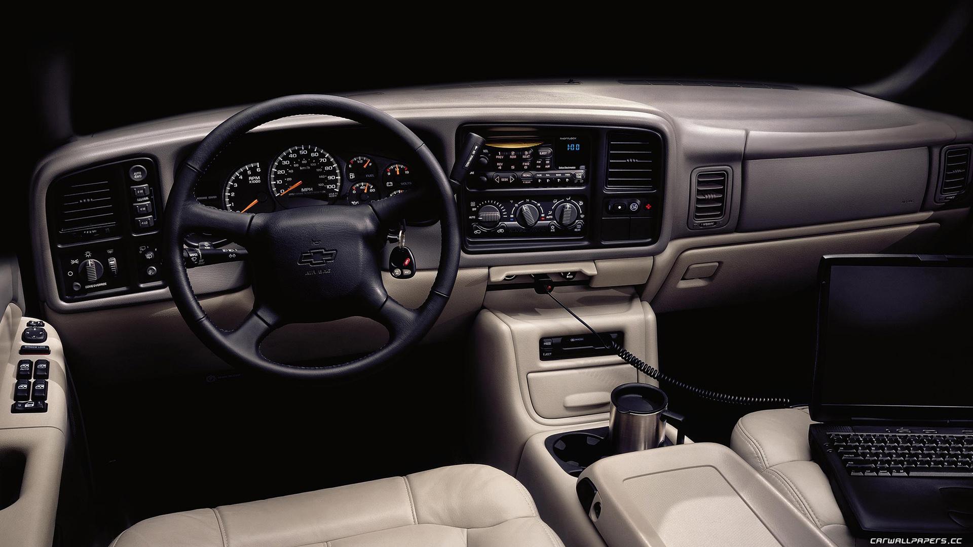 Chevrolet Suburban 2001 foto - 1
