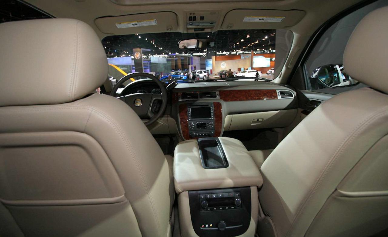 Chevrolet Suburban 2011 foto - 3