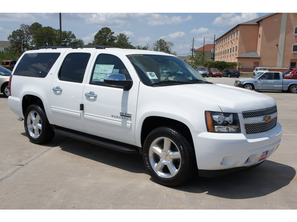 Chevrolet Suburban 2012 foto - 1