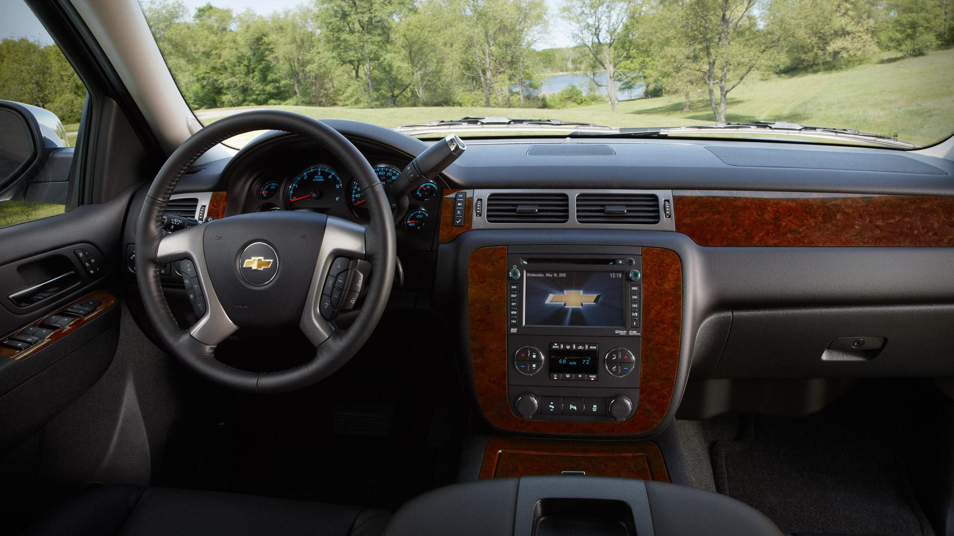 Chevrolet Suburban 2013 foto - 2