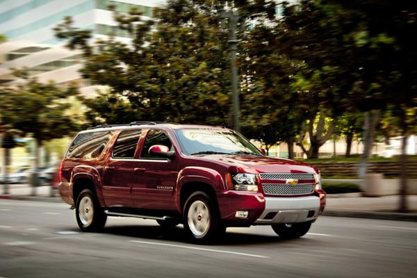 Chevrolet Suburban 2013 foto - 3