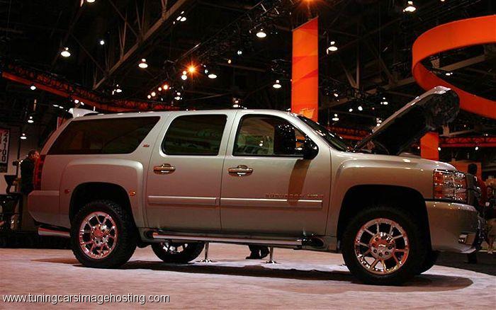 Chevrolet Suburban 2014 foto - 1