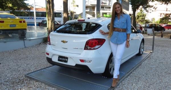 Chevrolet Suburban 2015 foto - 2