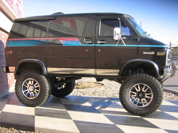 Chevrolet Van 2011 foto - 2