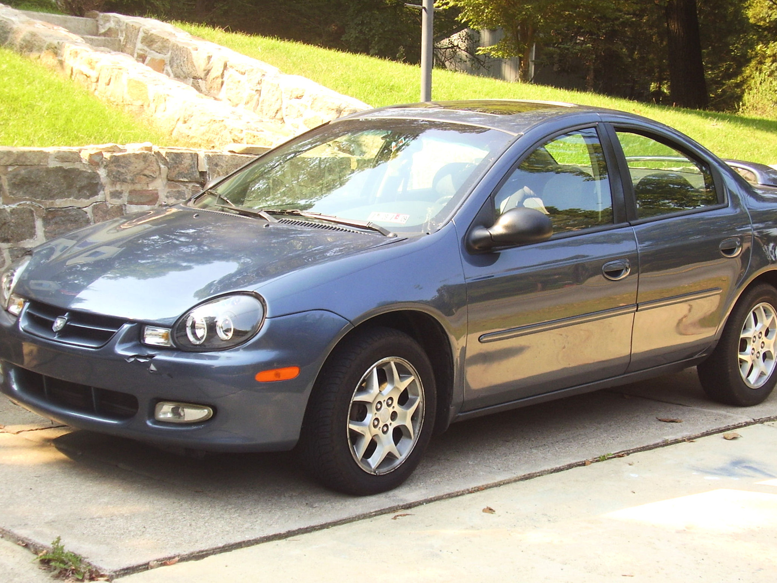 dodge neon 2002 foto im genes y video revisi n precio y. Black Bedroom Furniture Sets. Home Design Ideas