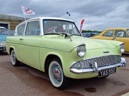 Ford Anglia 1967 foto - 4