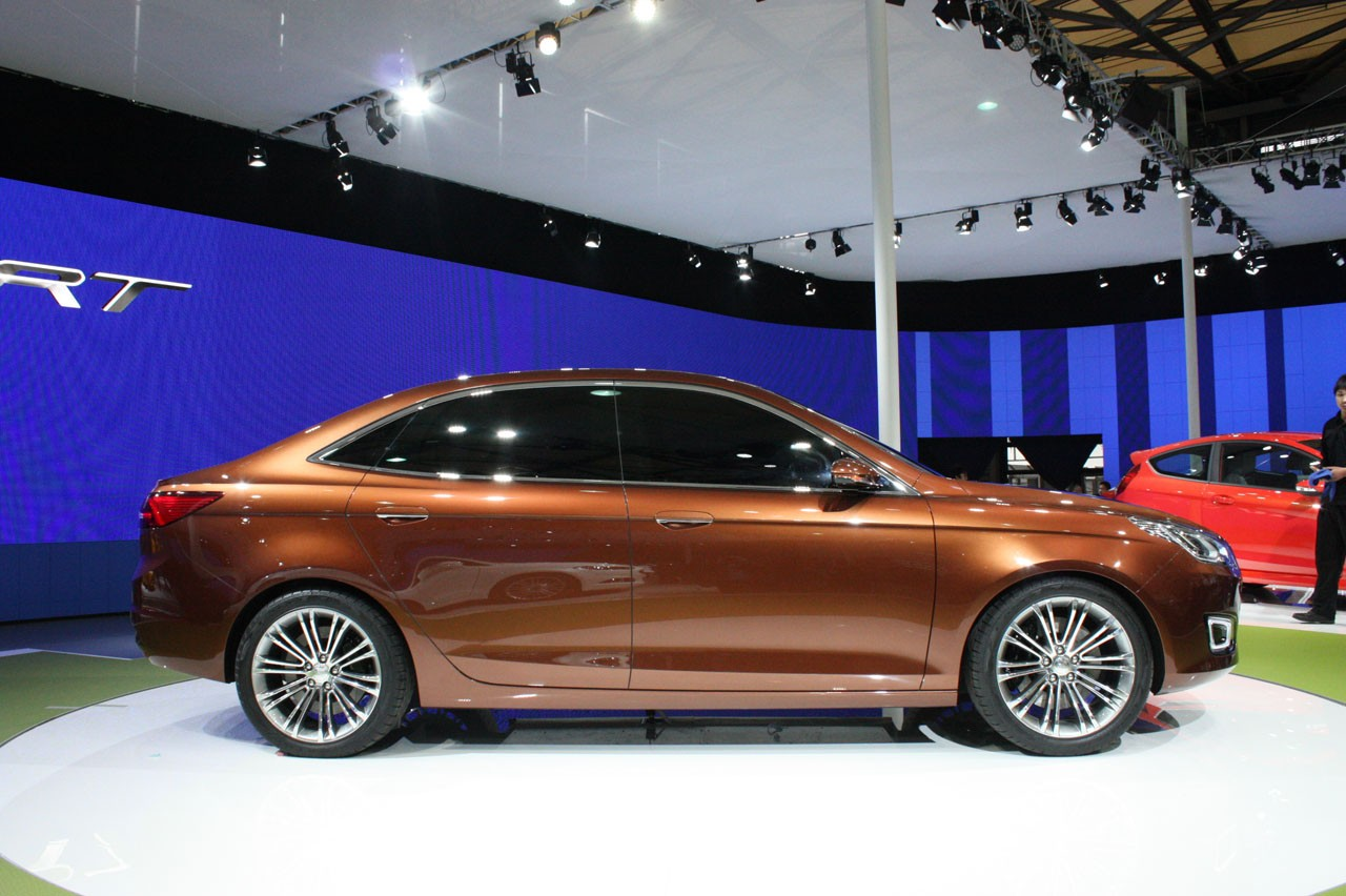 Ford Escort 2013 foto - 2