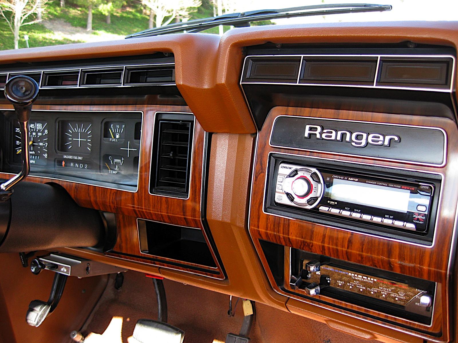 Ford Explorer 1980 foto - 4