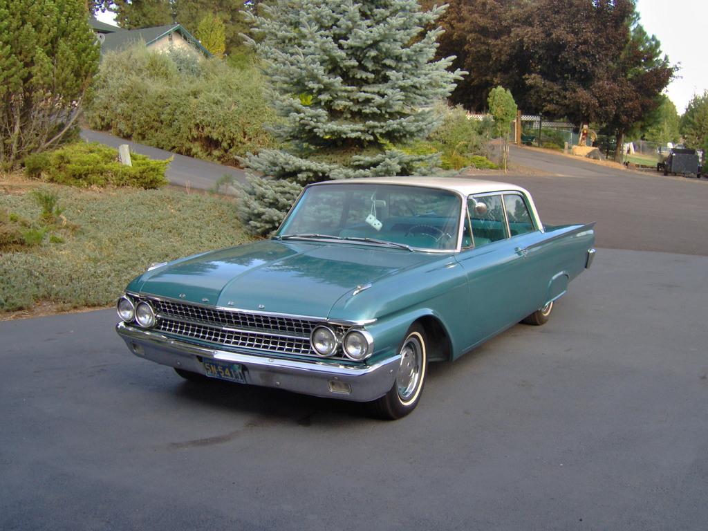 Ford Fairlane 1961 foto - 1