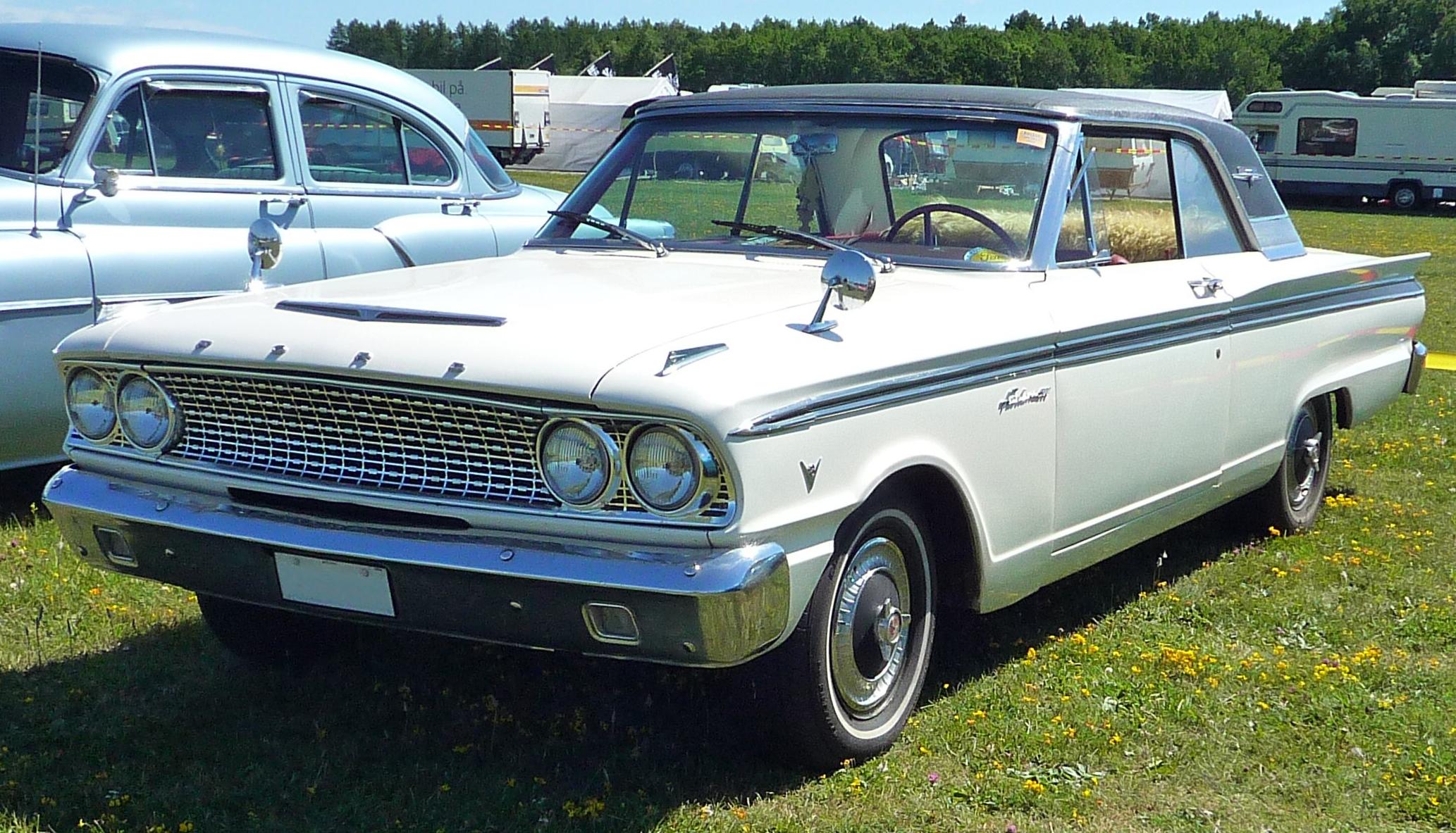 Ford Fairlane 1990 foto - 2