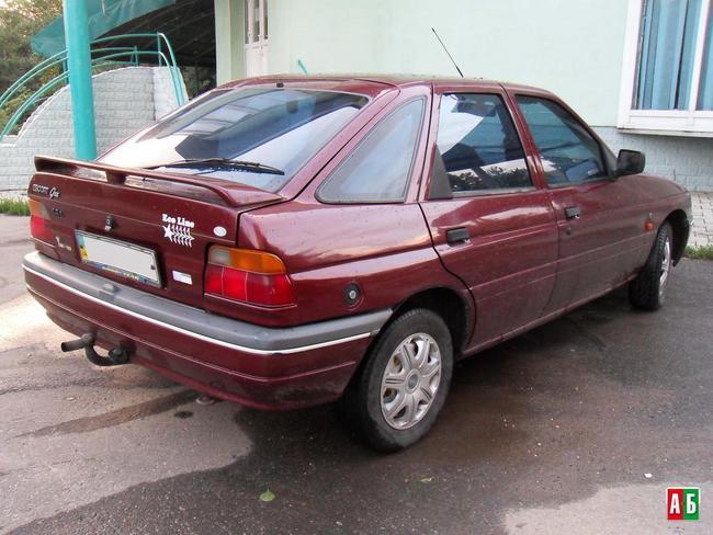 Ford Ghia 1991 foto - 3