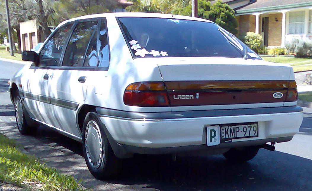 Ford Laser 1990 foto - 3