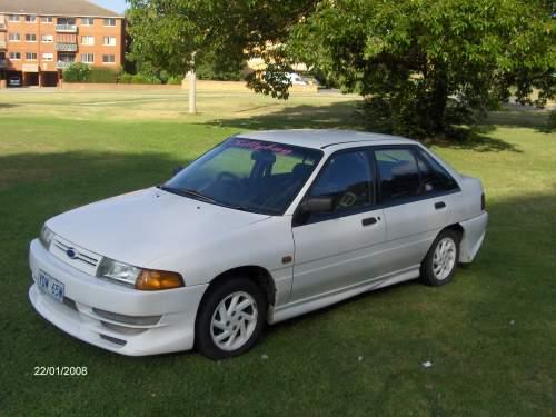 Ford Laser 1992 foto - 1