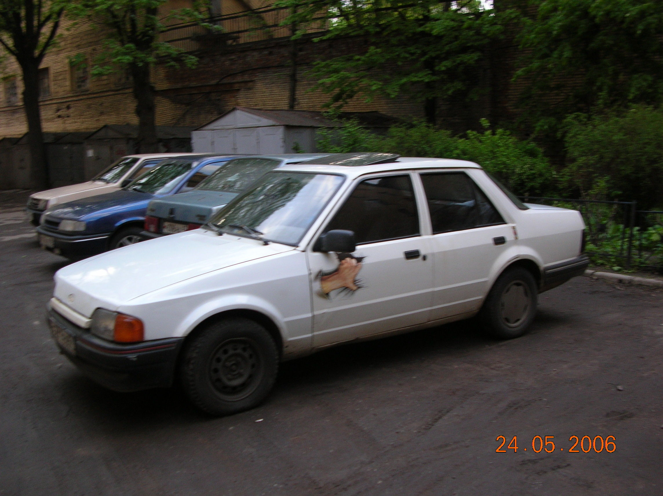 Ford Orion 1988 foto - 1