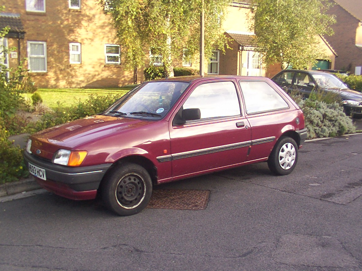 Ford Orion 1990 foto - 2