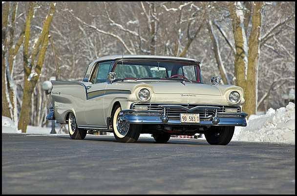 Ford Skyliner 1957 foto - 1