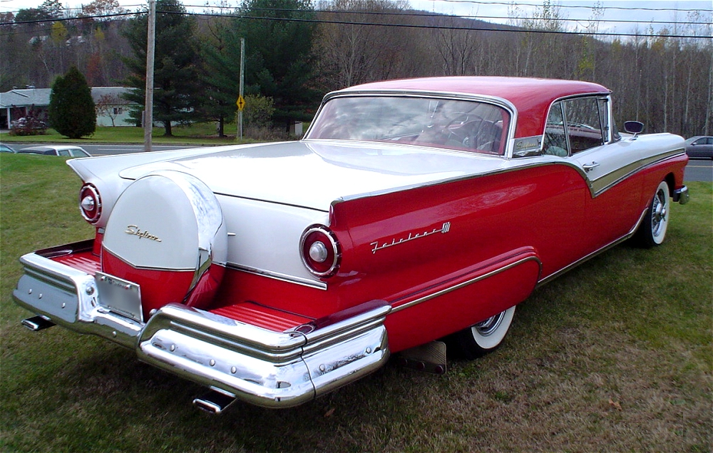 Ford Skyliner 1957 foto - 2