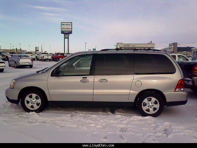 Ford Windstar 2004 foto - 1