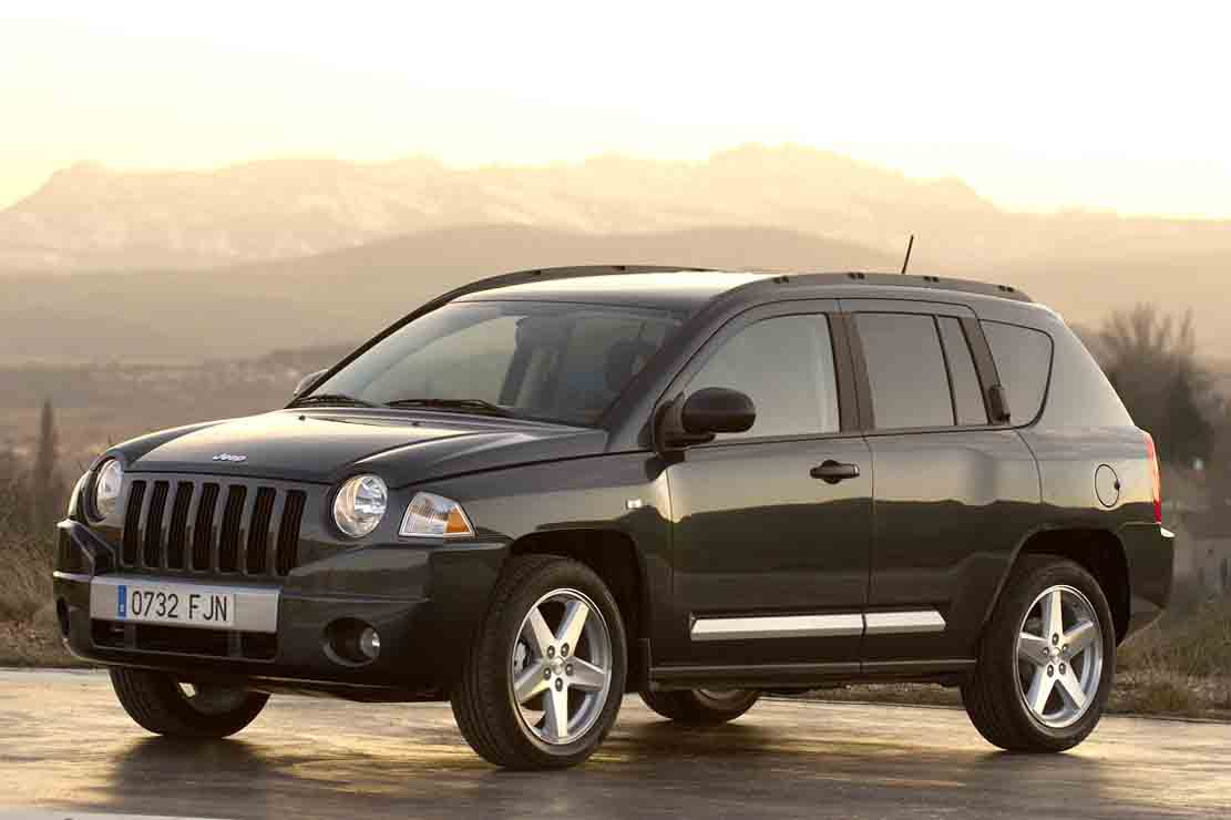 jeep compass 2015 foto im genes y video revisi n precio y especificaciones. Black Bedroom Furniture Sets. Home Design Ideas